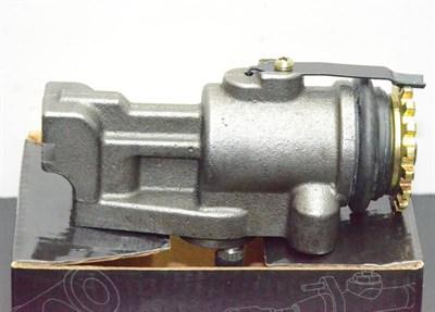 Тормозной цилиндр переднего колеса правый Hyundai - фото 4943